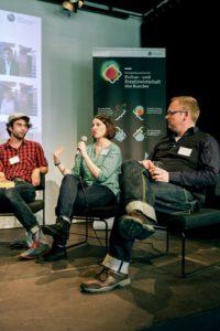 Unsere Referentin bei der Podiumsdiskussion.  Fotocredits: Kompetenzzentrum Kultur- und Kreativwirtschaft des Bundes, Fabian Brennecke
